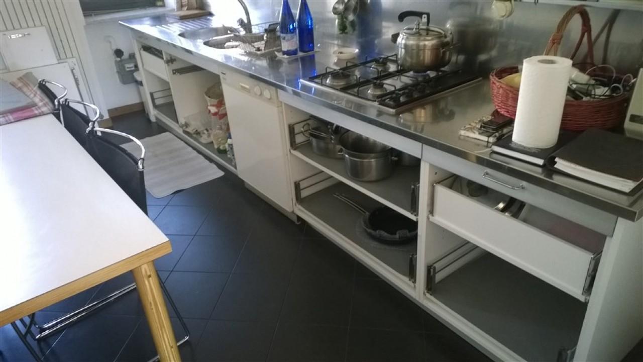 Rinnovo cucina con ante acciaio inox finitura scotch brite ...