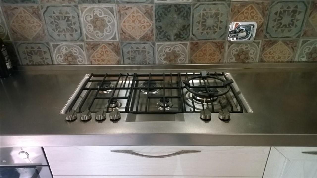Piano Di Lavoro Cucina Acciaio.Piano Cottura Saldato Sul Piano Acciaio Cucine Acciaio Inox