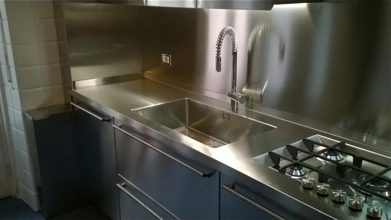 Lavello Cucina Una Vasca Grande lavello saldato sul piano acciaio perché? | cucine acciaio inox