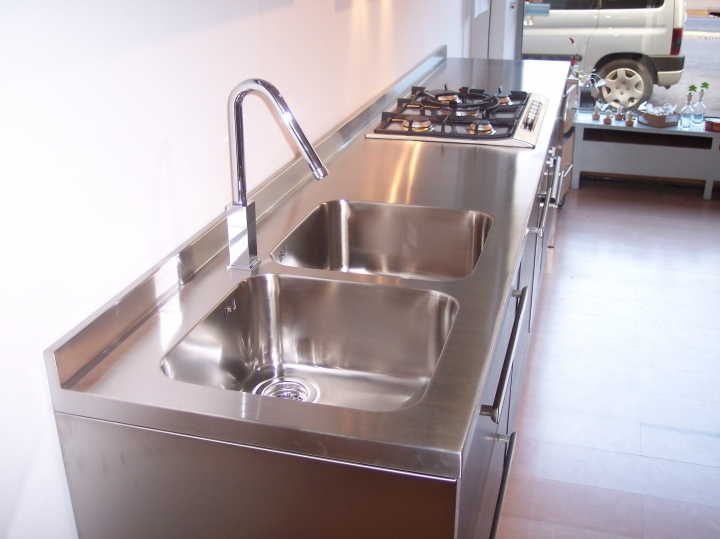 La pulizia del top in acciaio inox cucine acciaio inox - Blocco cucina acciaio ...