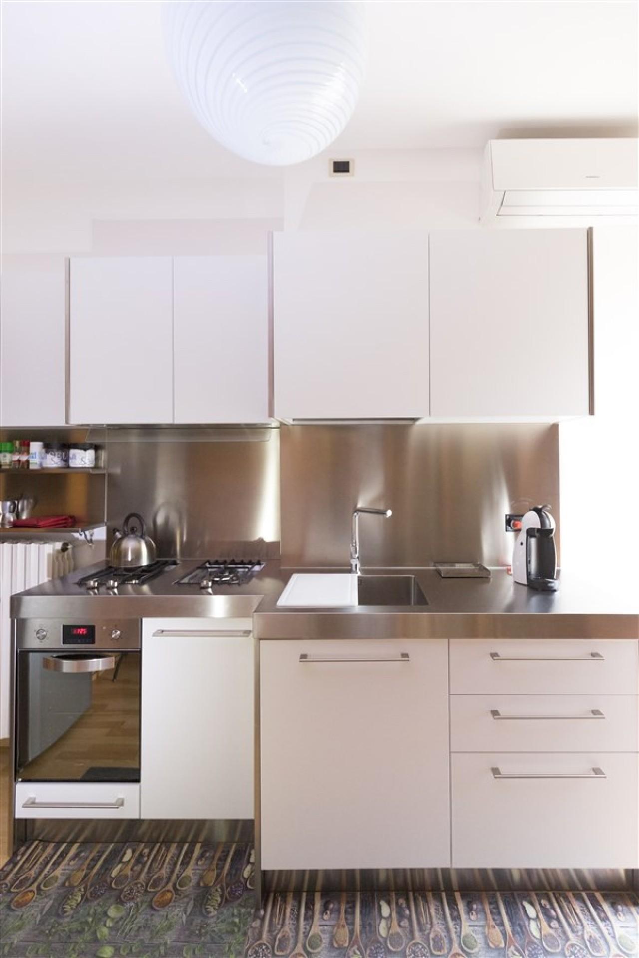 Cucina acciaio inox top sagomato | Progetti Borlina Acciaio