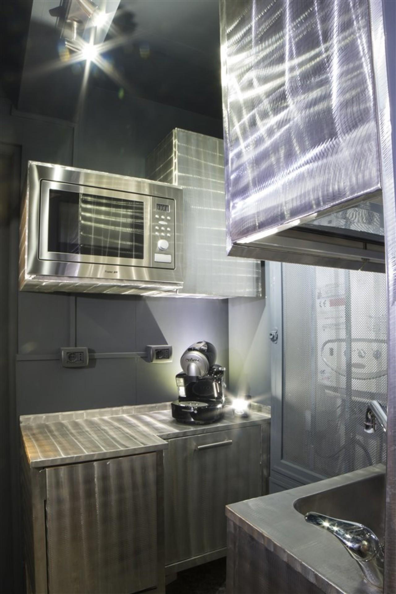 Blocchi cucina acciaio inox spazzolato progetti borlina acciaio - Cucina in acciaio inox ...